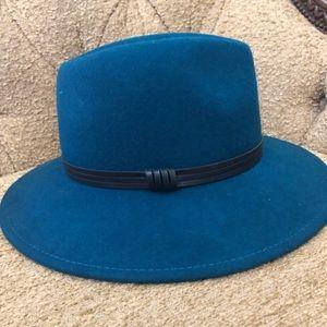 Bcbg wool hat in blue green